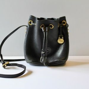 Dooney & Bourke | Black Crossbody Bucket B